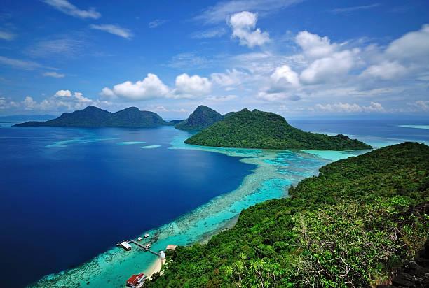 vista panorâmica de ilhas tropicais bohey dulang semporna, sabah - malásia - fotografias e filmes do acervo