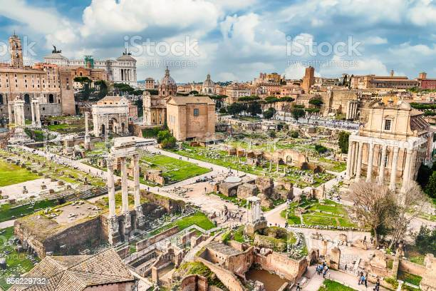 Scenic view over the ruins of the roman forum italy picture id856229732?b=1&k=6&m=856229732&s=612x612&h=lpwm5pt697vguxnnvqeyiv3wikjyfxxichcdxmlo6ns=