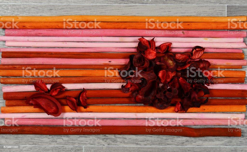 scented potpourri  on colored wooden chopsticks photo libre de droits