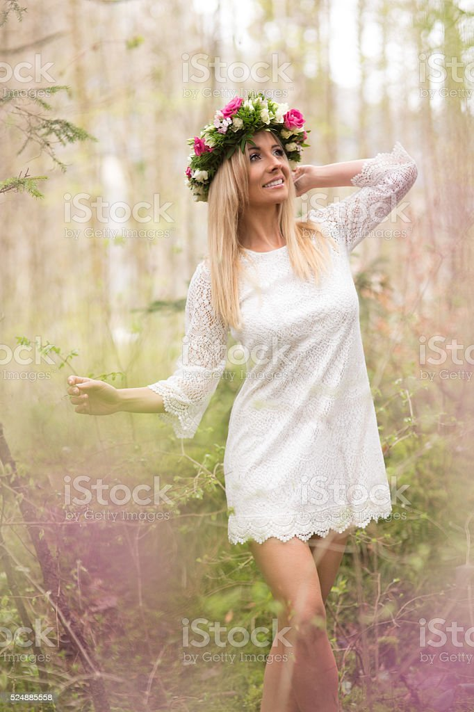 Schöne Junge Frau im Wald stock photo