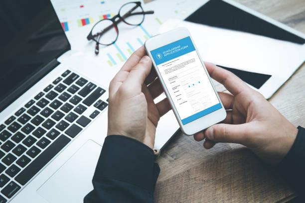 Formulaire de demande de bourse sur l'écran du Smartphone - Photo
