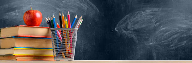 School accessories against blackboard - foto stock