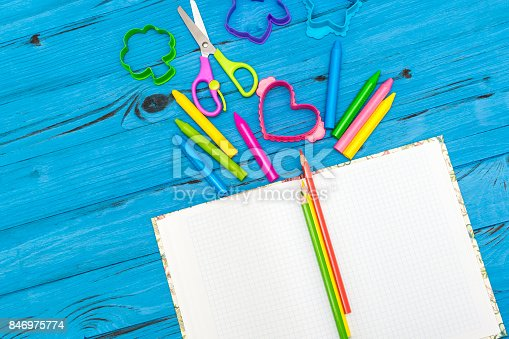 istock School and office accessories 846975774