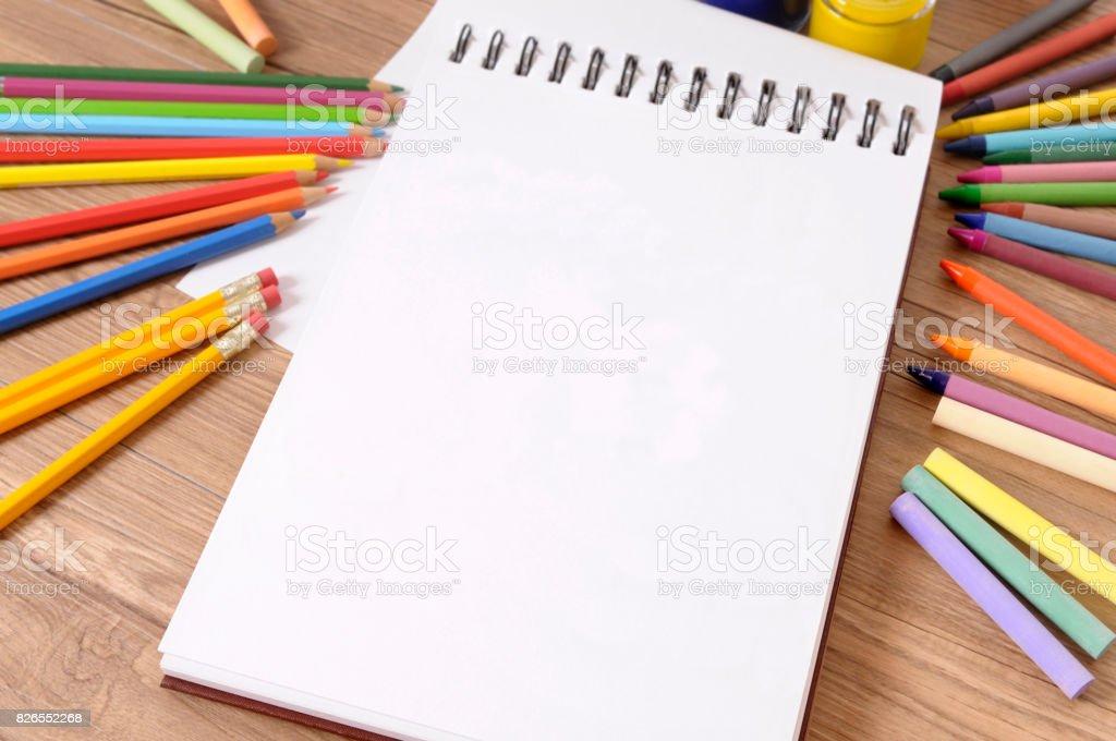 Fotografía de Libro De La Escuela Lápices Lápices De Colores y más ...