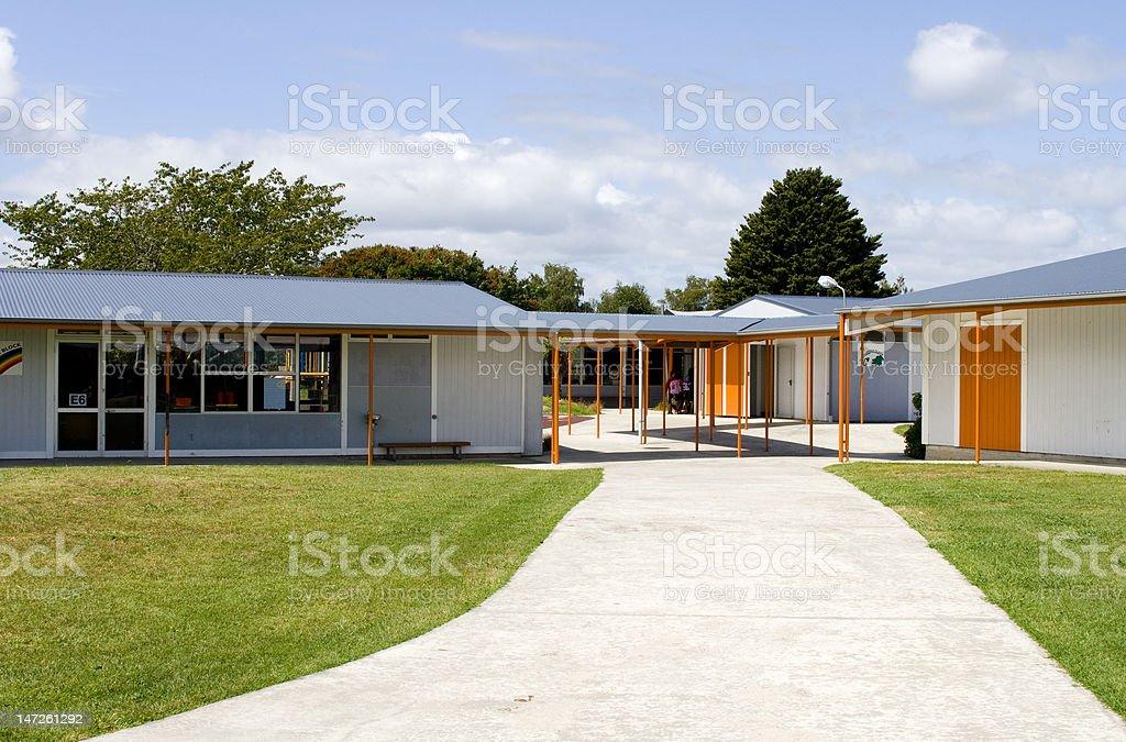 Schulgebäude Eingang – Foto