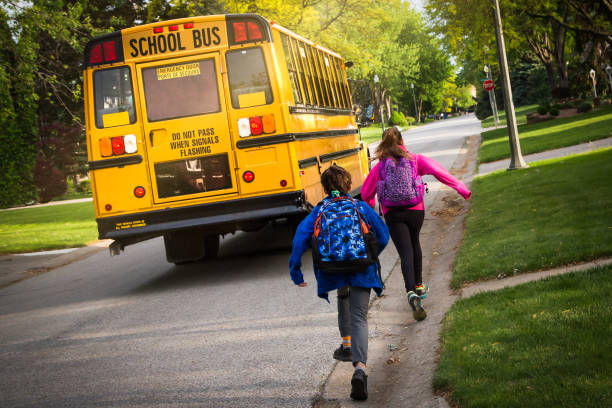 学校のバス  - スクールバス ストックフォトと画像