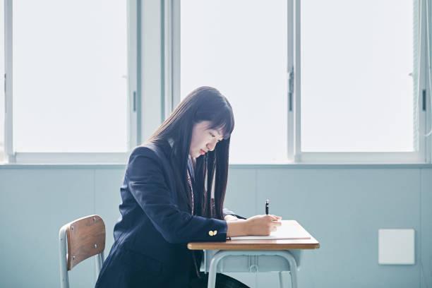 日本での学校生活 - 勉強する ストックフォトと画像