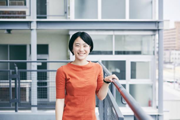 学校生活 - 笑顔 女性 ストックフォトと画像
