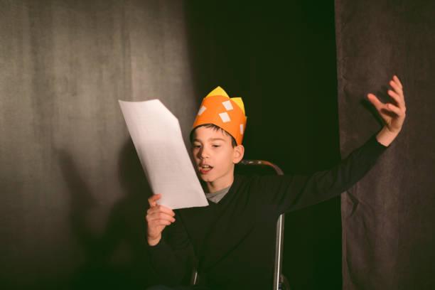 school play repetitie - acteur stockfoto's en -beelden