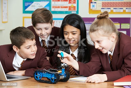 1016655140 istock photo School Pupils In Science Lesson Studying Robotics 691833588