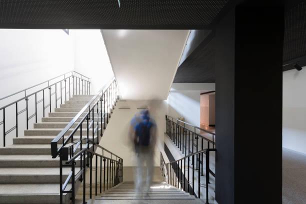 schule-treppen - abwesenheit stock-fotos und bilder