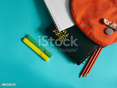 818533812 istock photo School supplies photo 962238752
