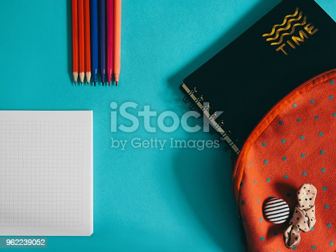 818533812 istock photo School supplies photo 962239052