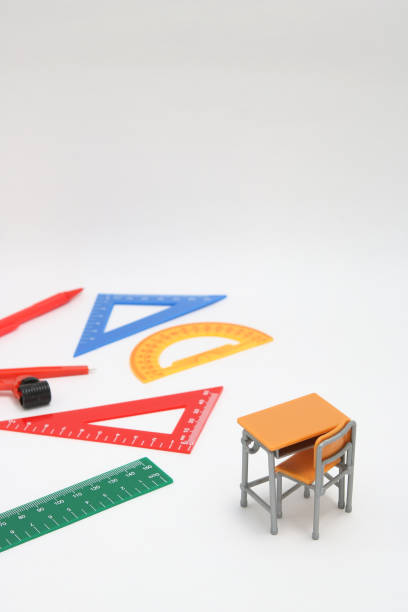 数学の授業、幾何学や科学で使用される学校用品。 白い背景の上の数学のクラスで学生のための数学ジオメトリ ツール。 - 中学校 ストックフォトと画像