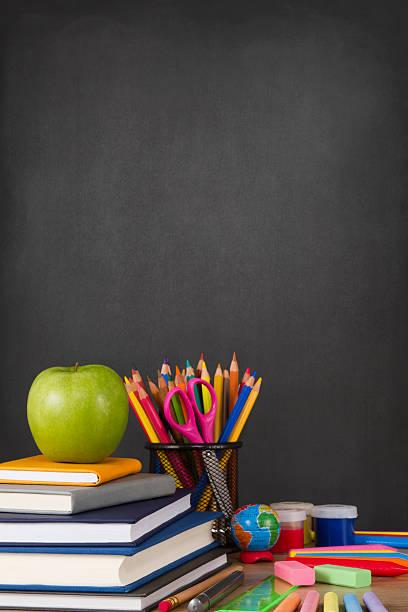 school supplies with apple and chalkboard - kreide farbe schreibtisch stock-fotos und bilder