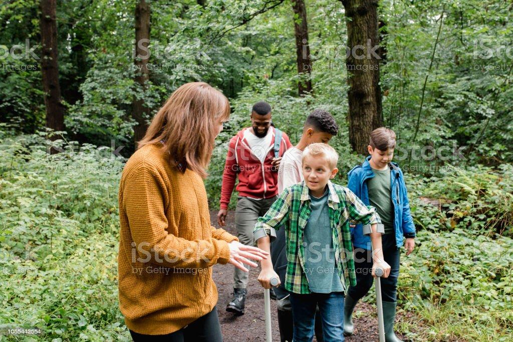 Excursão escolar na natureza - foto de acervo