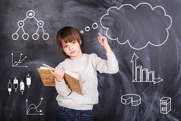 Schulkind-Nur Jungen bereiten Sie Ihre Hausaufgaben – Foto