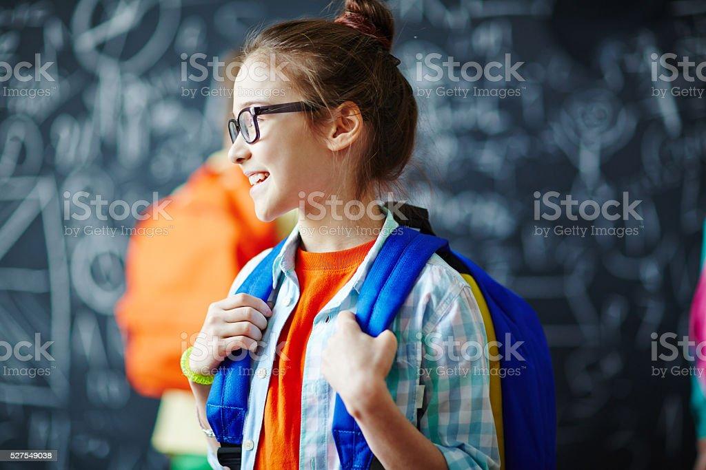 Schulkind-Nur Mädchen mit Rucksack Lizenzfreies stock-foto