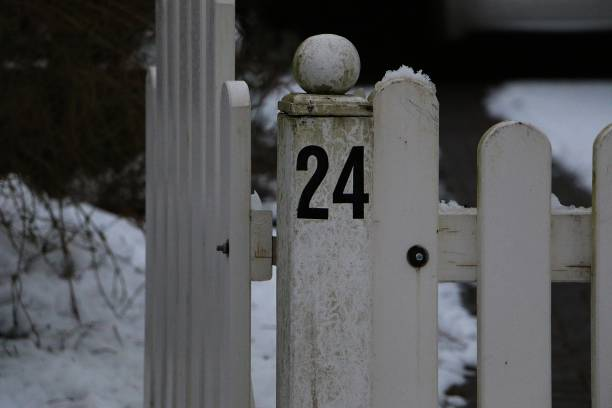 schwarze zahl suis zaun - nombre 24 photos et images de collection