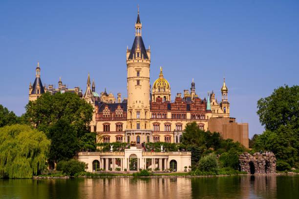 Schloss Schwerin vom See aus gesehen – Foto