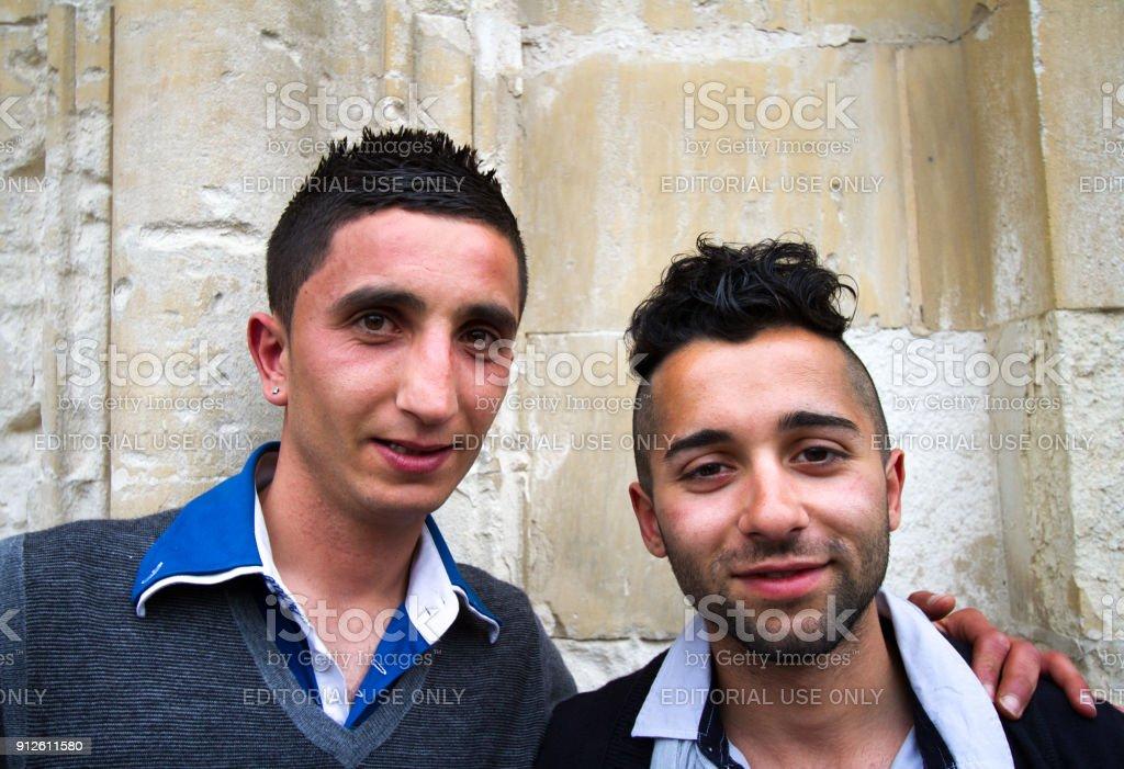 Scicli Sizilien Portrait Junge Männer Mit Modernen Frisuren