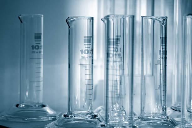 science-abschluss cilinders 1 - sanft und sorgfältig stock-fotos und bilder