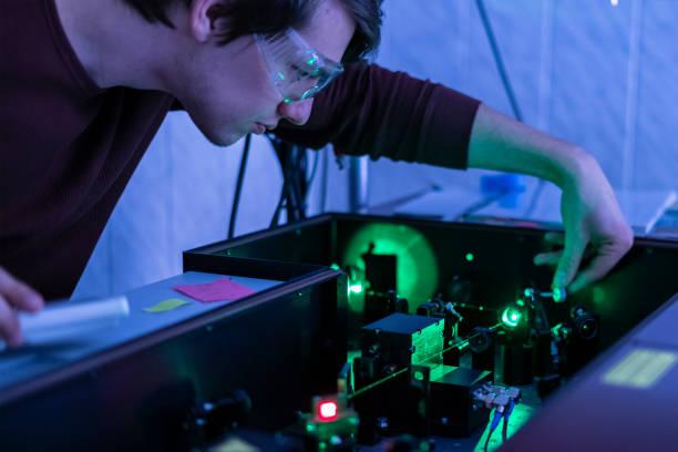 trabajo científico con láser de la máquina o sistema b - física fotografías e imágenes de stock