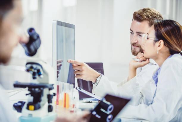 scientist working in the laboratory - ematologia foto e immagini stock