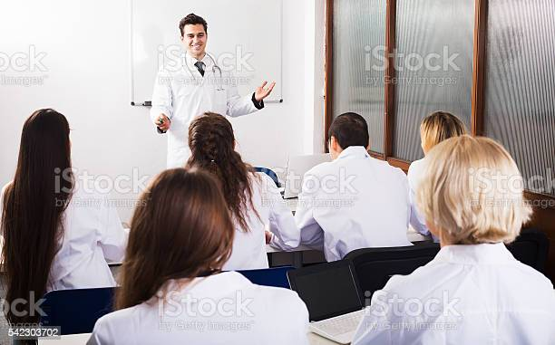 Scientists at training courses picture id542303702?b=1&k=6&m=542303702&s=612x612&h=f3vk8yurv2l8jet or 3xv2q1fmhfy4wy2xvhguzxtu=