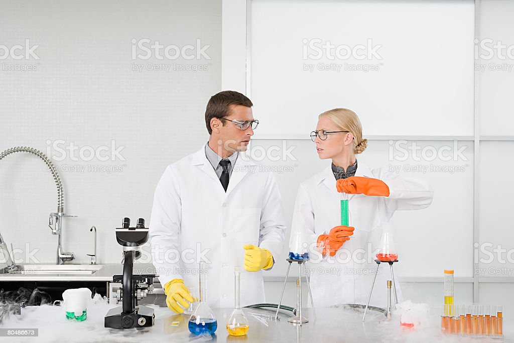 Scientists conducting an experiment 免版稅 stock photo