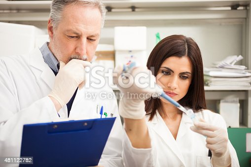 istock Scientists working in a laboratory 481122782