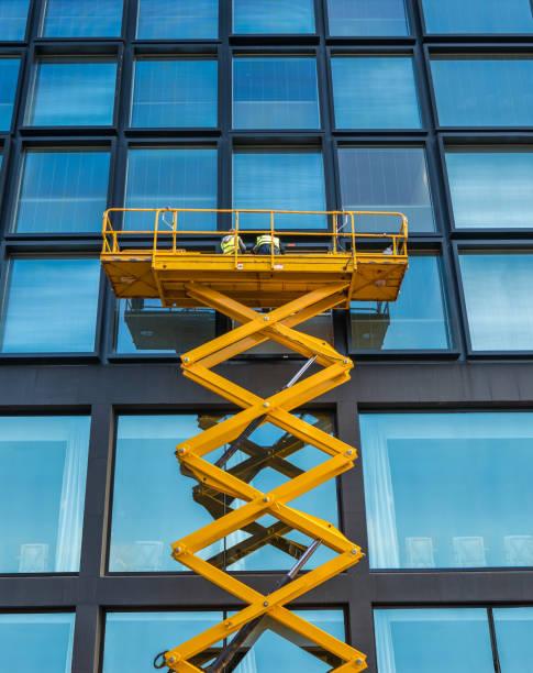Scissor Lift Office Block - foto stock