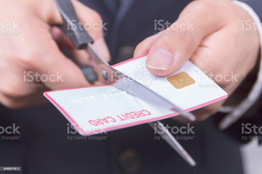 Schere Schneiden eine Kreditkarte – Foto
