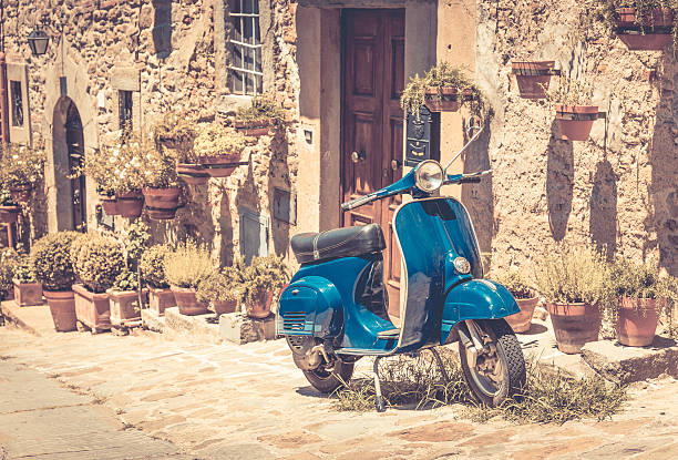 scooter en la toscana - vintage vespa fotografías e imágenes de stock