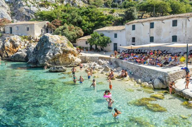 scopello strand in sizilien, italien - sizilien strände stock-fotos und bilder
