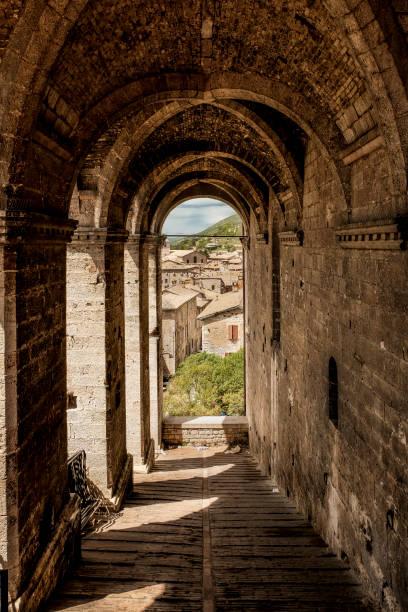 Scorcio sui tetti di Gubbio dalla piazza principale Scorcio sui tetti di Gubbio dalla piazza principale piazza grande stock pictures, royalty-free photos & images