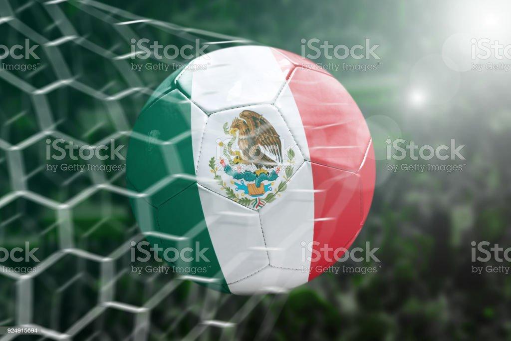 Marcar un gol, el balón de fútbol mexicano - foto de stock