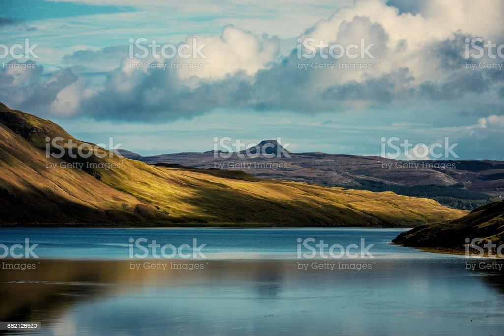 Schottland blaue Loch sich grüne Berge spiegeln – Foto