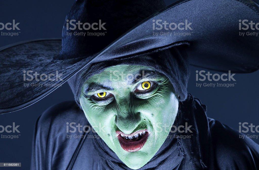 Scowling bruja - foto de stock
