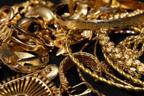 schrott gold verfeinern - canda armband stock-fotos und bilder