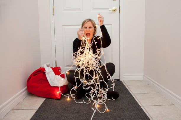 schreiend auf die weihnachtsbeleuchtung - shabby deko stock-fotos und bilder