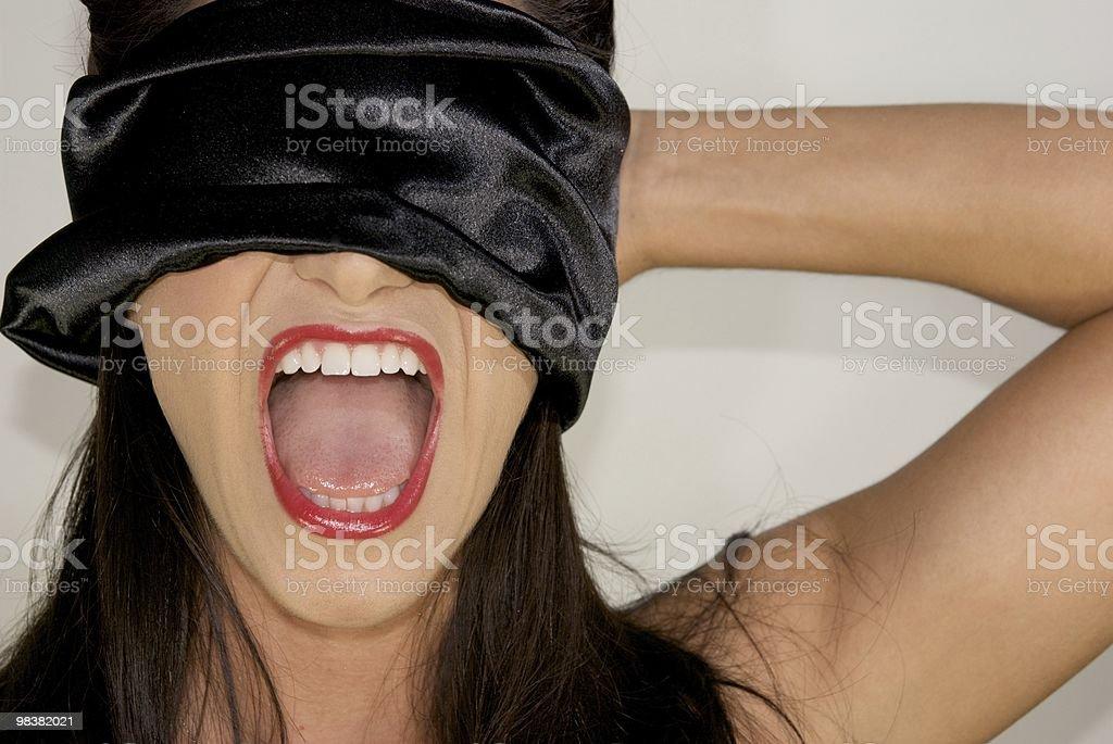 Strillare bellezza con Benda sugli occhi con gli occhi foto stock royalty-free