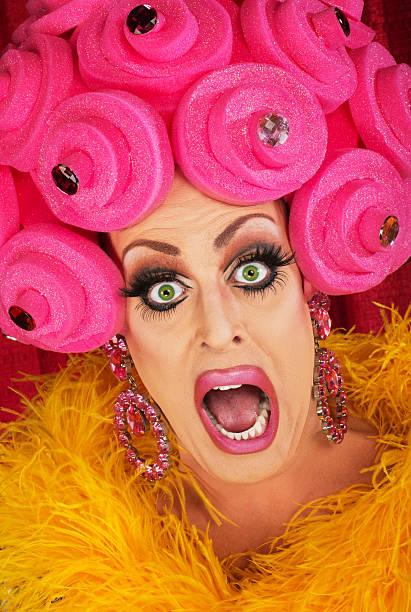 screaming drag queen close up - drag queen stockfoto's en -beelden