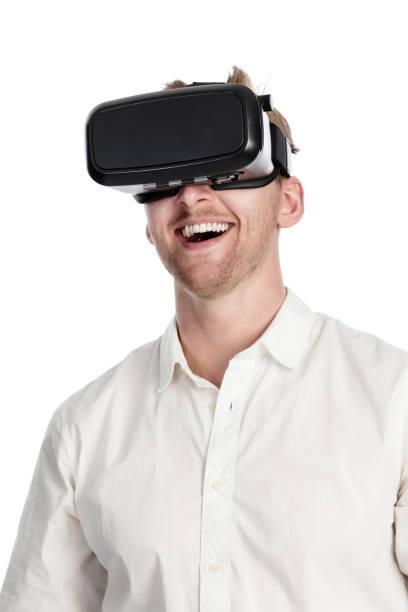 Homme qui crie avec un casque de réalité virtuelle - Photo