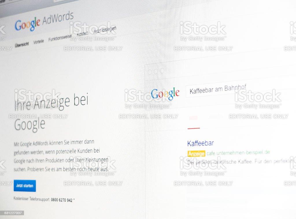Bildschirm mit Google-Werbung - – Foto