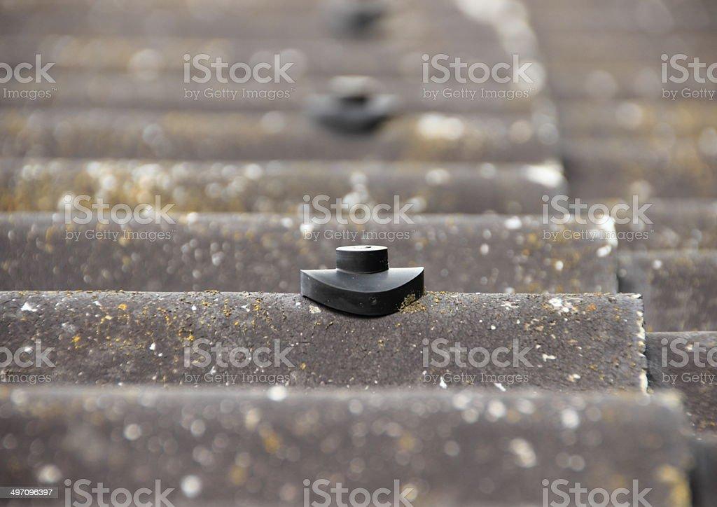 Parafuso de trava de amianto telhado de proteção - foto de acervo