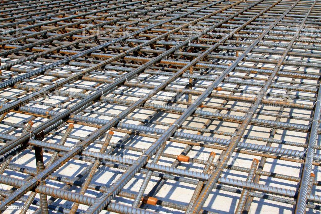 Schraubgewinde Stahlstange Rahmen, auf der Baustelle – Foto