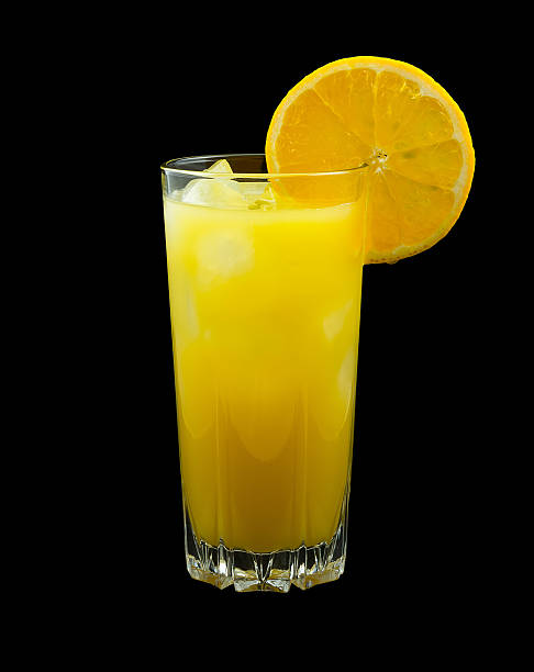 Screwdriver drink Screwdriver drink, consisting of vodka and orange juice and garnished with a slice of orange screwdriver drink stock pictures, royalty-free photos & images