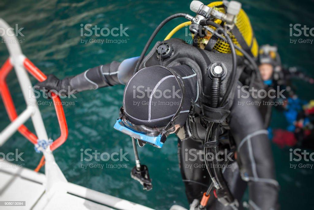 Mergulhador, ficando a bordo - foto de acervo