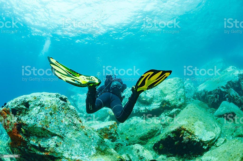 Scuba diving    Underwater  scuba diver in blue lagoon - foto de acervo